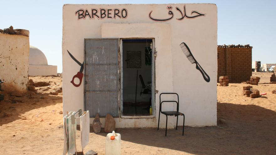 Fachada de la barbería del campamento de refugiados saharauis de Dajda (Tindouf)./ Gabriela Sánchez.