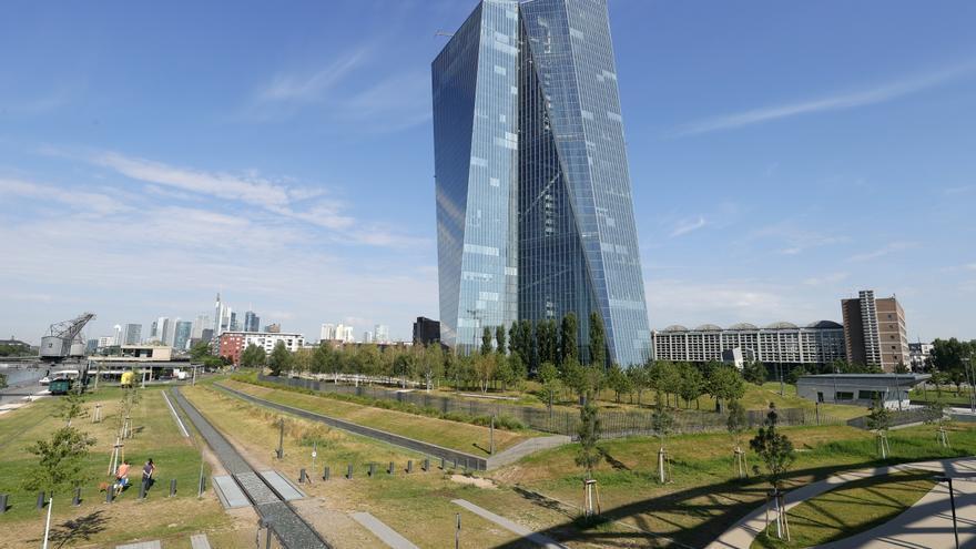 La banca eleva de nuevo en marzo su petición de fondos al BCE por la crisis