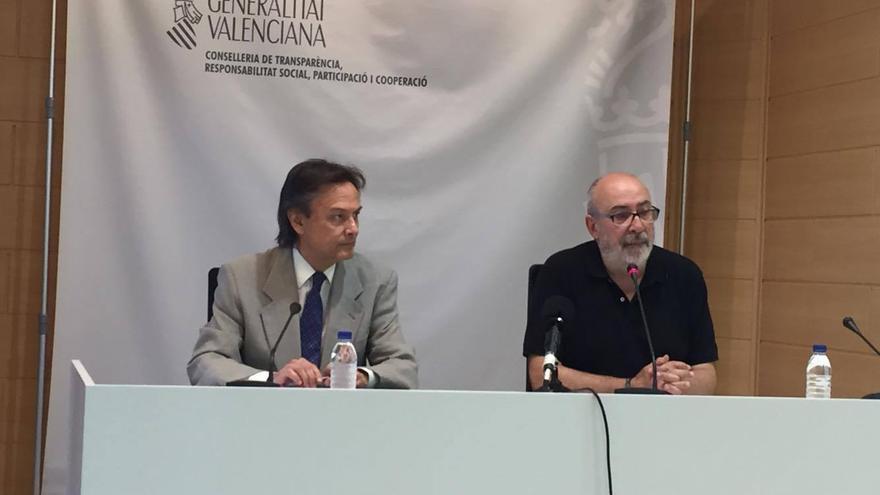El conseller de Transparencia, Manuel Alcaraz (derecha), junto al presidente de Transparencia Internacional, Jesús Lizcano