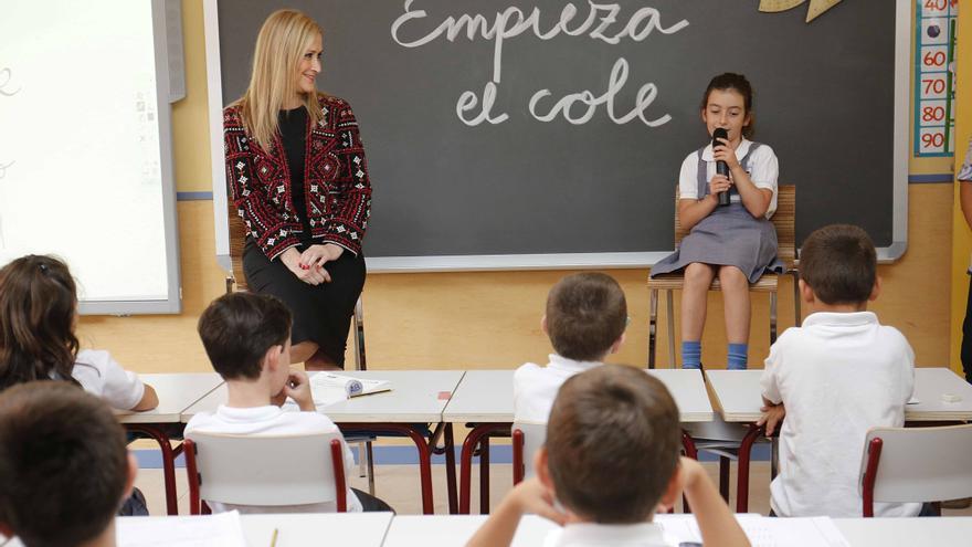 Cristina Cifuentes en la inauguración del curso escolar 2015-2016. / Madrid.org