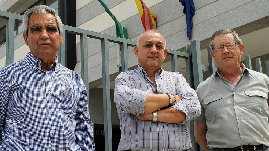 José Martos y Jesús Pino, también denunciados, junto a Luis Ríos (centro). / JUAN MIGUEL BAQUERO