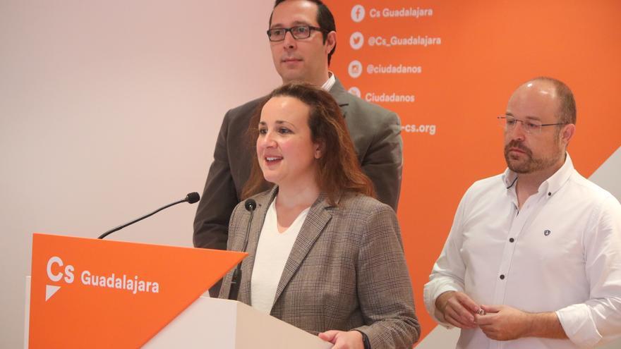 De izquierda a derecha Felipe Oliva, Mª Ángeles Rosado y Alejandro Ruiz, en el cierre de campaña en Guadalajara