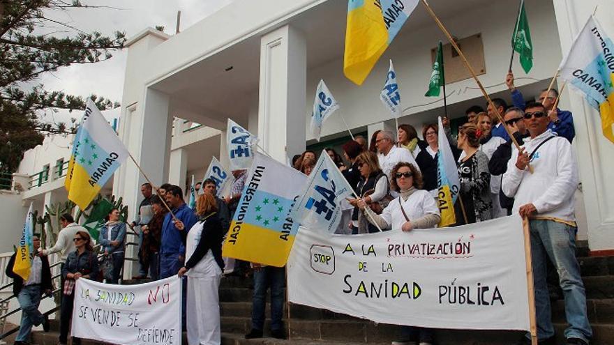 Protesta en el Hospital Insular de Lanzarote. (DE LA CRUZ)