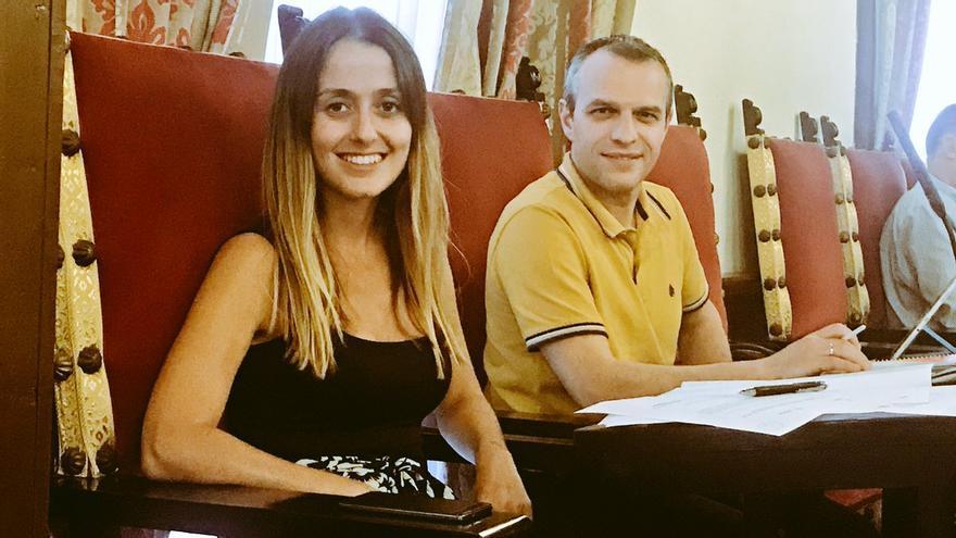 La portavoz de Ciudadanos Teresa Berástegui y el concejal de la formación naranja Jonathan Díaz en el Ayuntamiento de La Laguna.