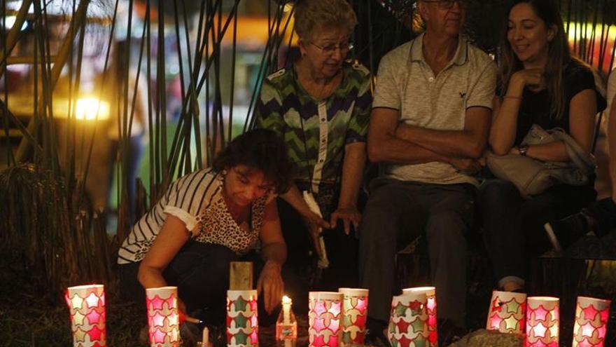 """La tradicional """"Noche de velitas"""" ilumina el inicio de la Navidad en Colombia"""
