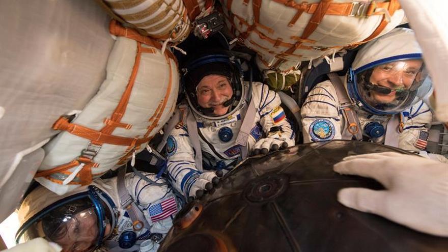 Tres astronautas de la EEI regresan a la Tierra a bordo de la nave Soyuz