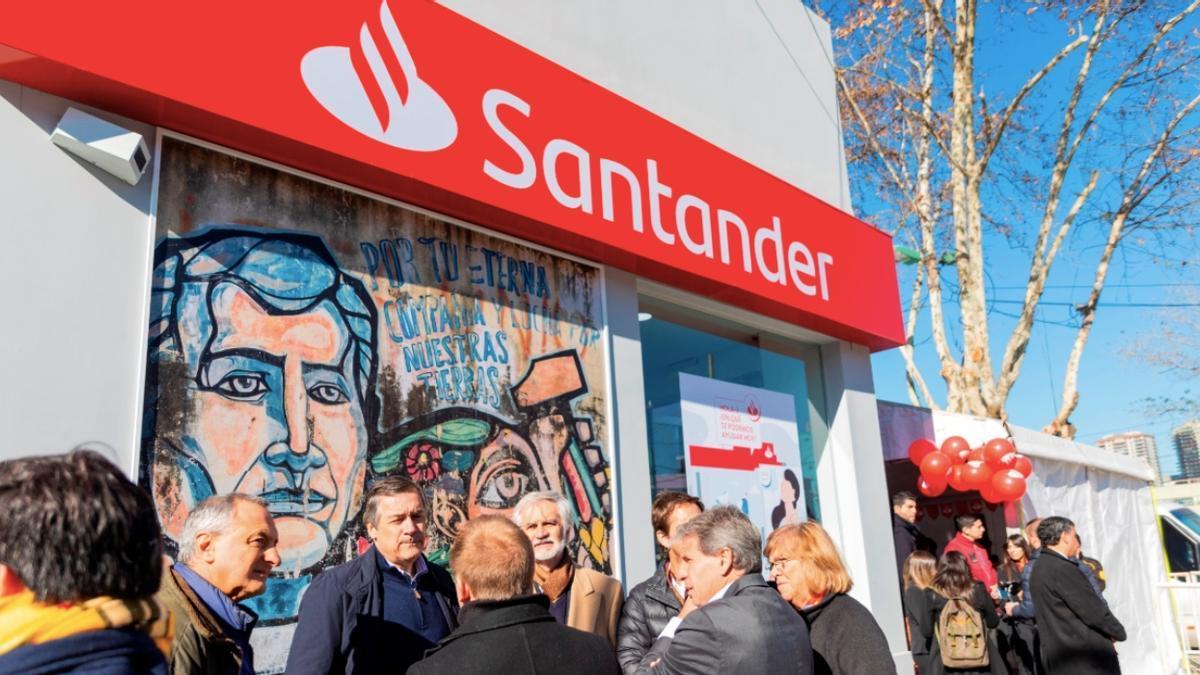 Una sucursal del Santander en la Villa 31.