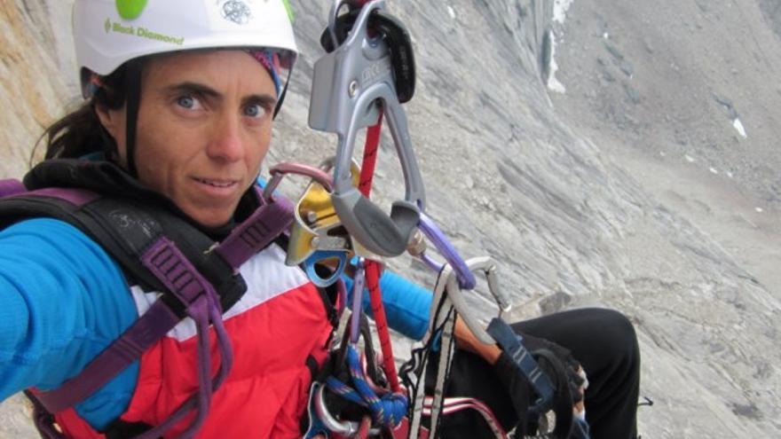 Sílvia Vidal en la vía 'Un pas més,' en la cara oeste de Xanadu (Alaska).