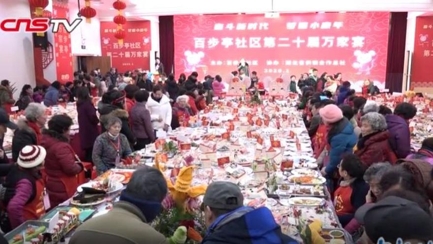 Imagen de la comida masiva celebrada en Wuhan el 18 de enero