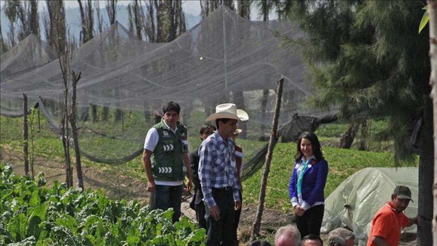 El príncipe Carlos recorre en México la zona turística de Xochimilco