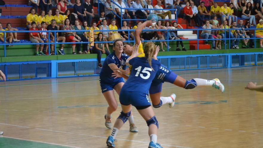 Imagen del encuentro entre el Rocasa Gran Canaria y el Lokomotiva disputado en el pabellón Antonio Moreno
