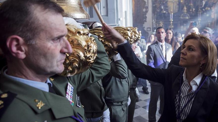 Cospedal da inicio a la procesión del Cristo de la Brigada Paracaidista, en una imagen de archivo