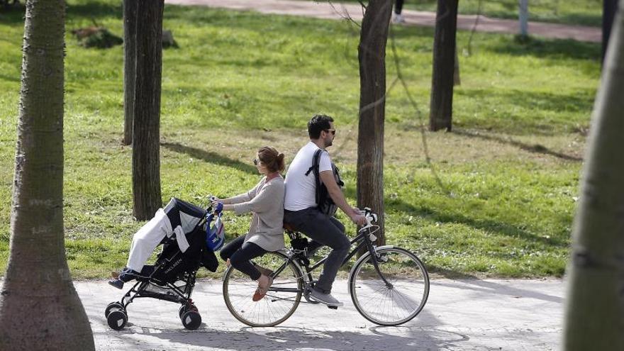 Ampliar el permiso de paternidad a 16 semanas cuesta 2.612 millones en 3 años