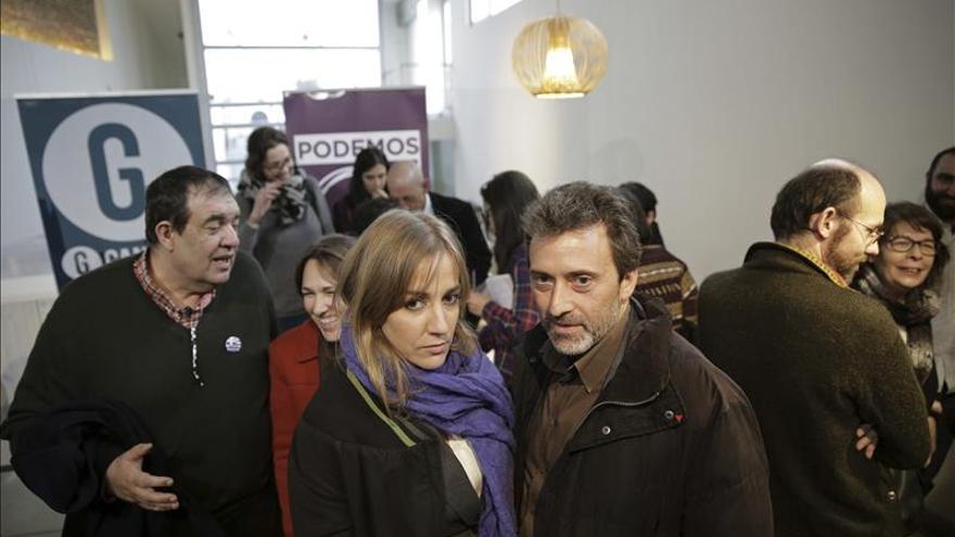 Mauricio Valiente y Tania Sánchez, tras la rueda de prensa de Ganemos y Podemos.