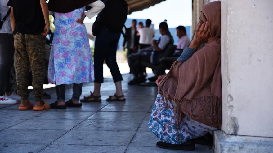Visita a los campos de refugiados de Elliniko en las afueras de Atenas, mayo de 2017. La foto se toma frente a la terminal de llegadas. Los campos fueron cerrados en junio de 2017.