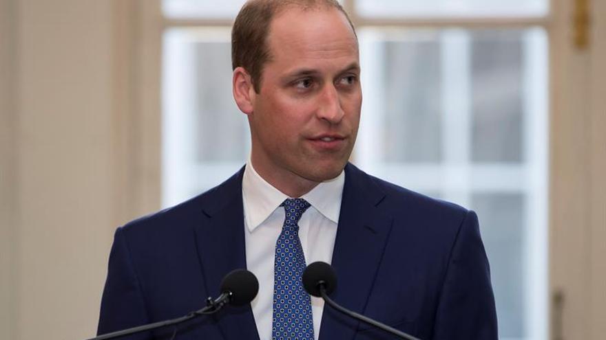 El príncipe Guillermo sigue afectado 20 años después de la muerte de Diana