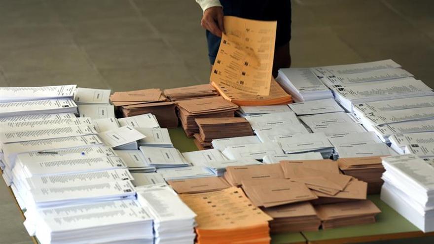 El PP aumenta su mayoría hasta 137 escaños, PSOE baja a 85 y Podemos repite 71
