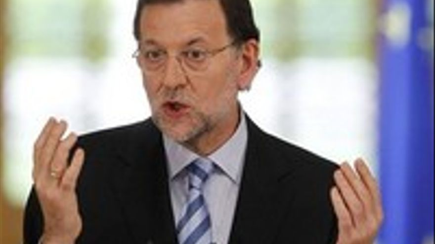 Mariano Rajoy, este domingo, jugando a trilero.