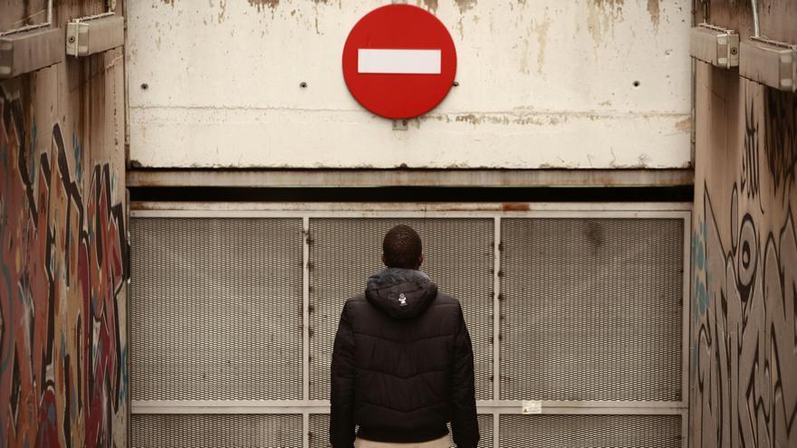 Inmigración: un camino lleno de prohibiciones (Olmo Calvo)