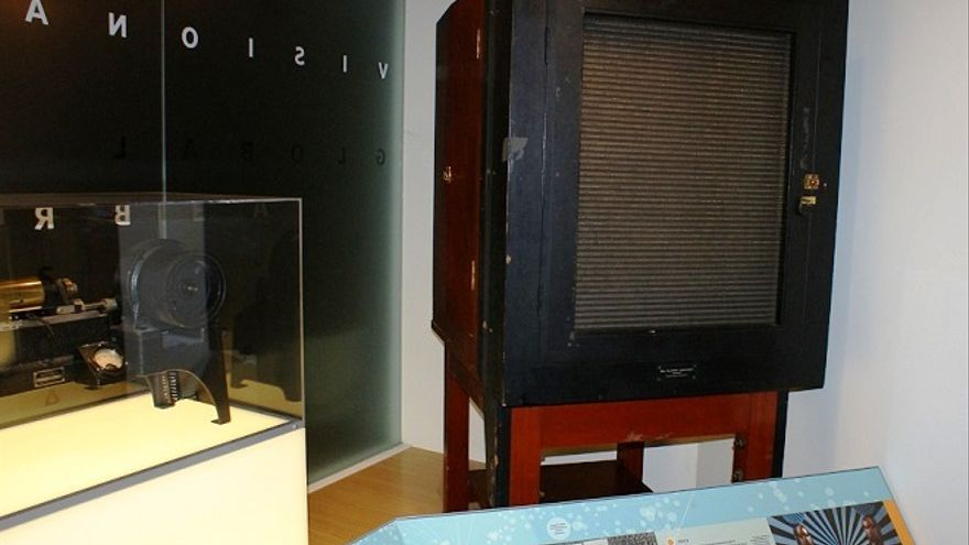 La caja que se utilizó a modo de primitiva televisión para emitir imagen y sonido en 1927