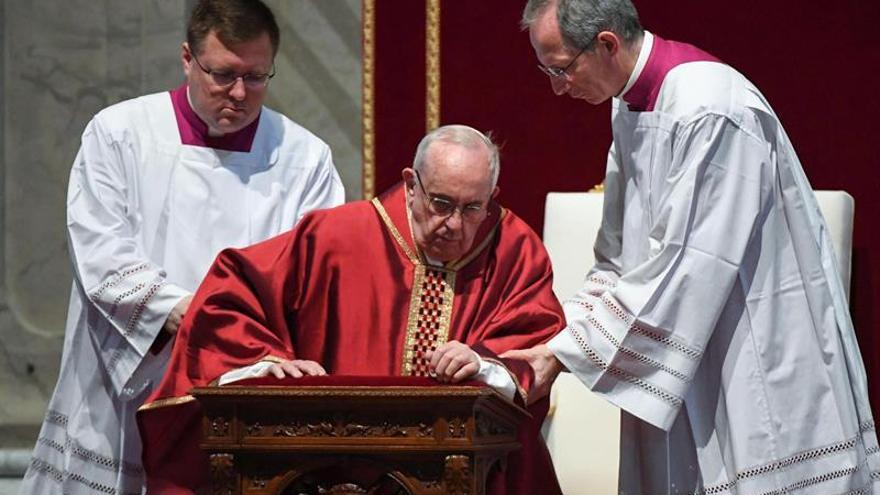 """El Papa tilda de """"vergüenza"""" la destrucción y los naufragios cotidianos"""