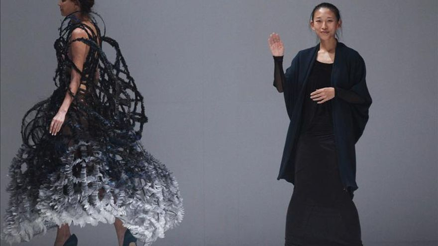 La modista Yiqing Yin es la nueva directora de la firma francesa Léonard
