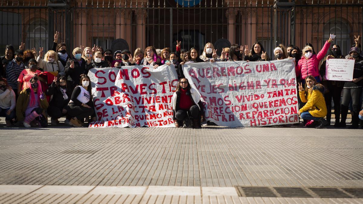 Pedido de reparación histórico de la comunidad travesti trans frente a la Casa Rosada