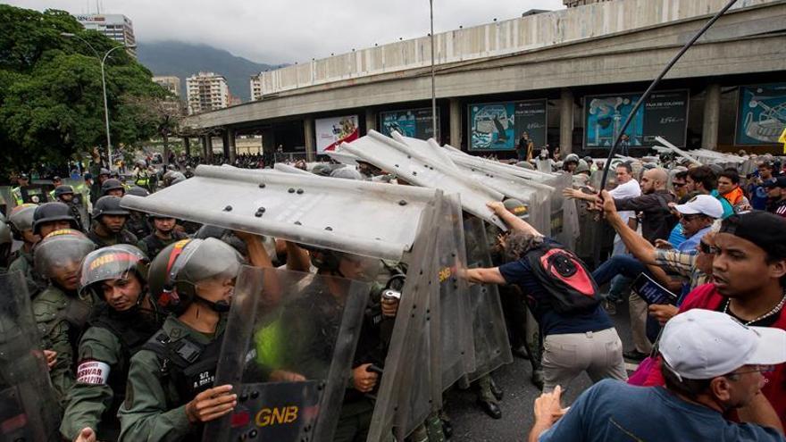 Autoridades venezolanas vinculan a opositores con la violencia en las protestas