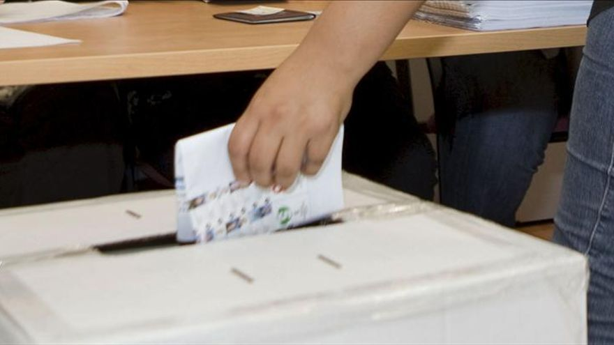 Luis Solís se confirma como principal candidato opositor en Costa Rica