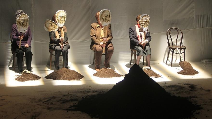El trasfondo de la memoria colectiva llega al Concha Espina con 'Exhumación. Materia cruda'