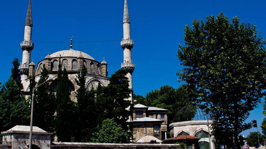 La Atik valide Camii, obra maestra del arquitecto Sinán en la orilla asiática de Estambul. VIAJAR AHORA