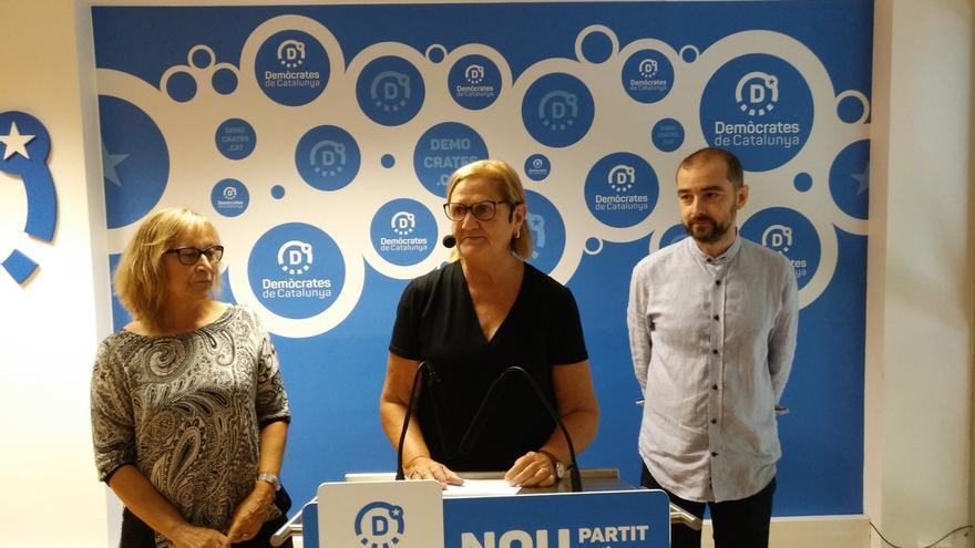 Expresidenta del Parlamento catalán pide que la gente esté a las seis de la mañana en los colegios