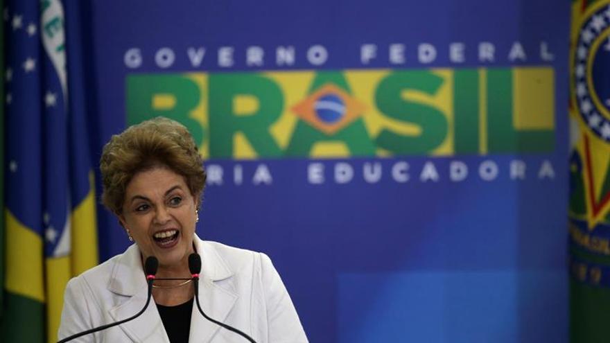 Rousseff se enfrasca en un intenso cabildeo en la víspera de la votación en la Cámara