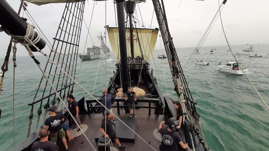 Una parada naval en la desembocadura del Guadalquivir homenajea a los marinos de la primera vuelta al mundo
