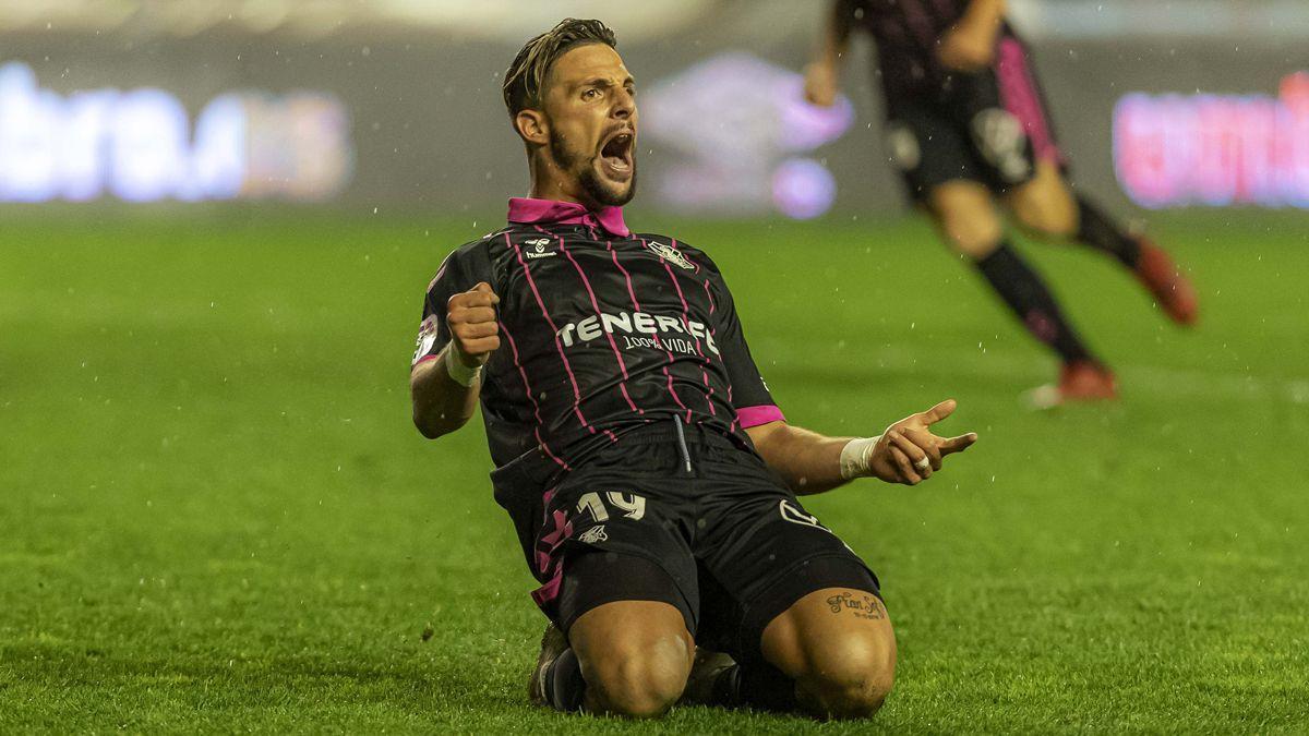 Fran Sol celebra su gol al Rayo Vallecano