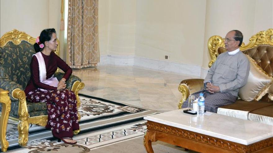 El presidente birmano y Suu Kyi hablan de la transferencia de poder pacífica