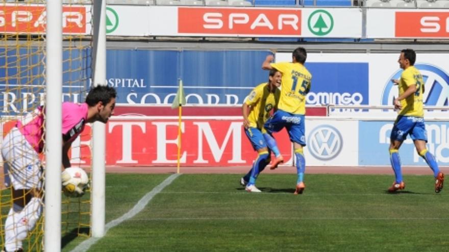 Francis, Portillo y Pignol celebran el primer gol amarillo (ACFI PRESS).