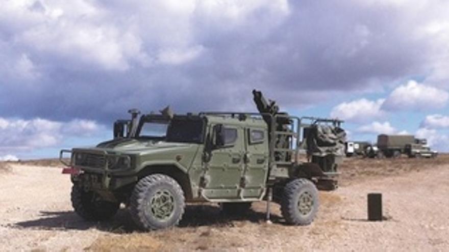 Mortero Embarcado En Un Vehículo De Alta Movilidad Táctica Del Ejército