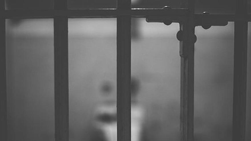 Barrotes de una celda.