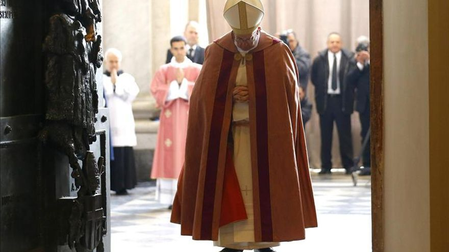 El Papa abrió la Puerta Santa de la catedral de Roma, San Juan de Letrán