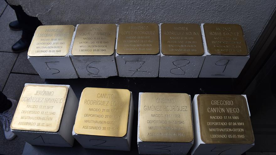 Placas en conmemoración de víctimas del Holocausto en Puertollano
