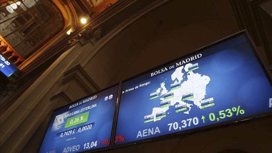 La prima de riesgo baja a 121 puntos a la espera de un acuerdo con Grecia