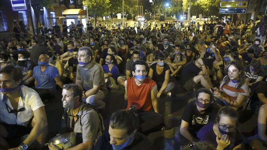 """""""Ley mordaza"""" y acoso policial a la prensa en España, señalados por el informe del CPJ"""