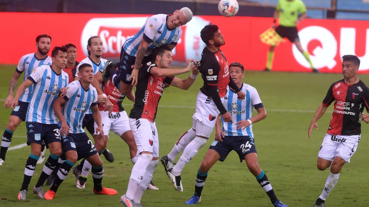Se vienen nuevas medidas en el AMBA. Podrían incluir la suspensión del fútbol profesional.