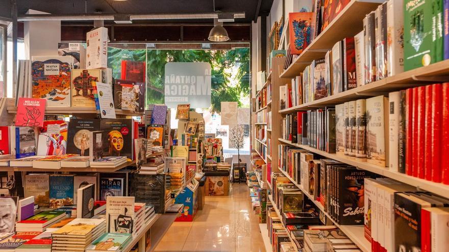 Interior de la librería La Montaña Mágica en Cartagena