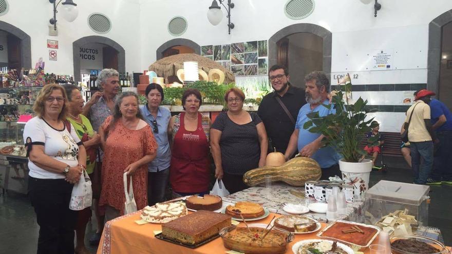 Al primer concurso de tartas de calabaza de La Recova de la capital se han presentado nueve postres.