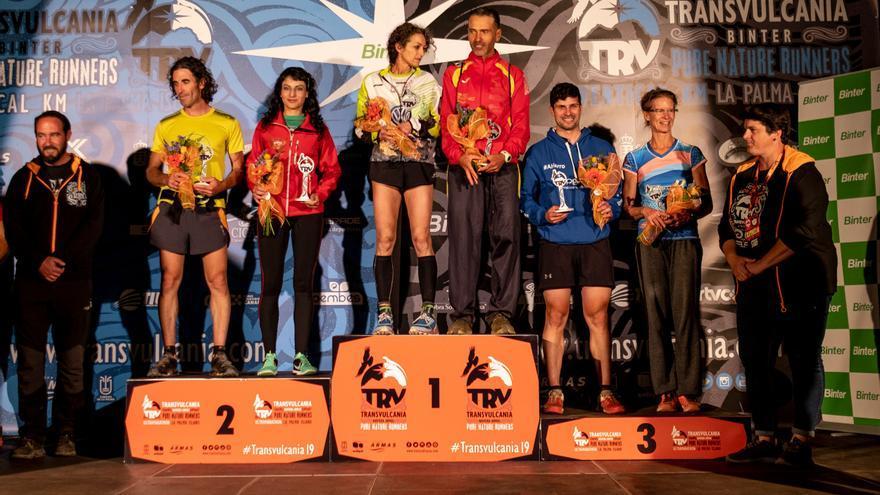 Los deportistas palmeros clasificados en el podium.