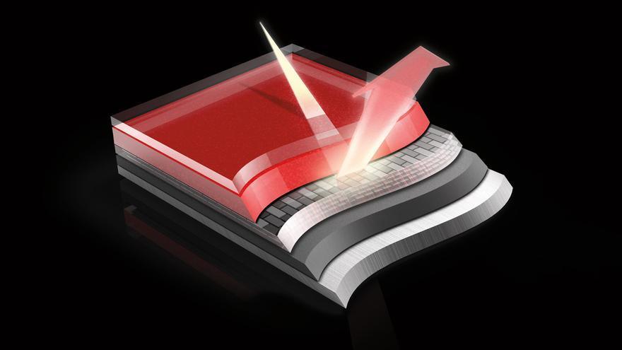 El Soul Crystal Red cuenta con hasta cuatro capas de pintura: base de color, polvo de aluminio, base oscura y laca brillante.