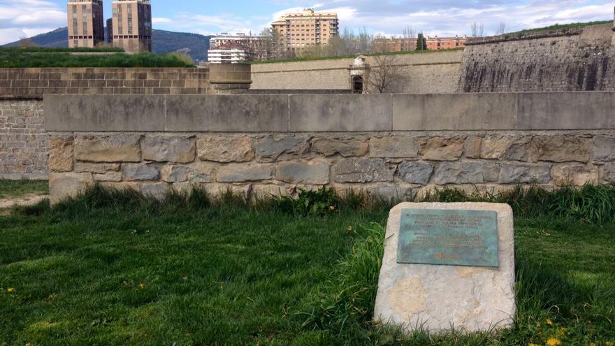 Aquí se lleva a cabo el homenaje a los fusilados en la Vuelta del Castillo de Pamplona.