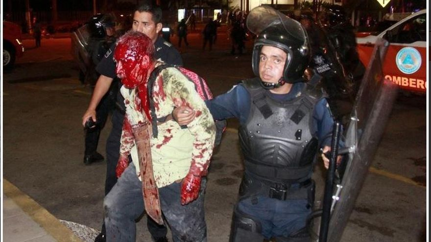 Acapulco, México, durante una manifestación de maestros que acabó con más de cien detenidos y una docena de heridos.